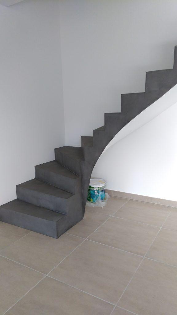 escalier, sol, mur béton ciré
